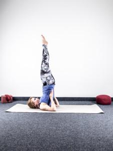 yoga-bei-harninkontinenz-beckenboden-uebung