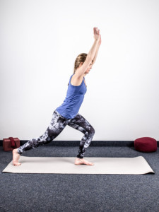 yoga-bei-knieschmerzen-stabilisation-1