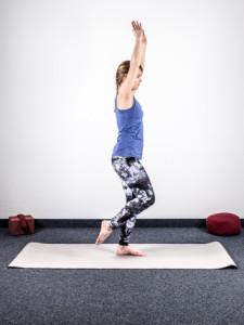 yoga-bei-knieschmerzen-stabilisation-2