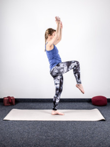 yoga-bei-knieschmerzen-stabilisation-3