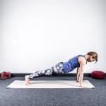 yoga-sonnengruss-erlernen-danda-asana-Liegestützposition