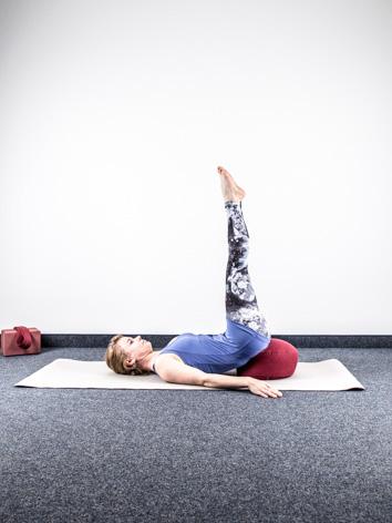 yoga fuer zu hause entspannung umkehrhaltung yoga body. Black Bedroom Furniture Sets. Home Design Ideas