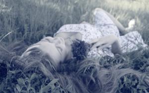 Besser schlafen Tipps – die 10 besten Tipps und 5 Asanas für den Abend