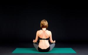 Bandscheibenvorfall Tipps vom Physio-Yoga-Coach + 4 wichtigsten Übungen