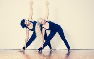 Faszien Yoga – Das steckt hinter dem Trend